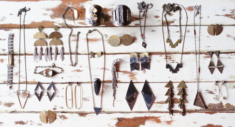 3 Tips for Selling Your Own Antique Jewellery | Atsuna Matsui